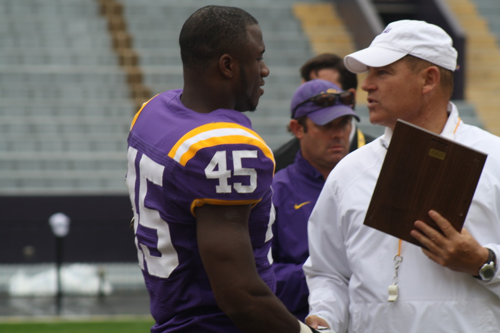 Coach Miles gives a award to Deion jones.