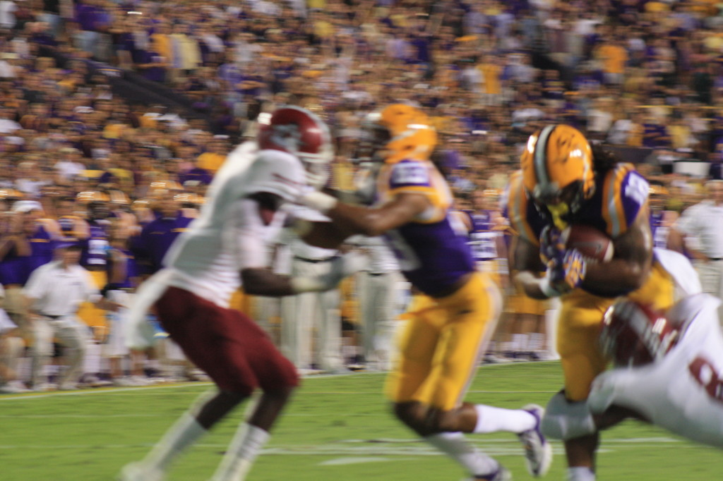 Here comes LSU Magee running into the endzone.