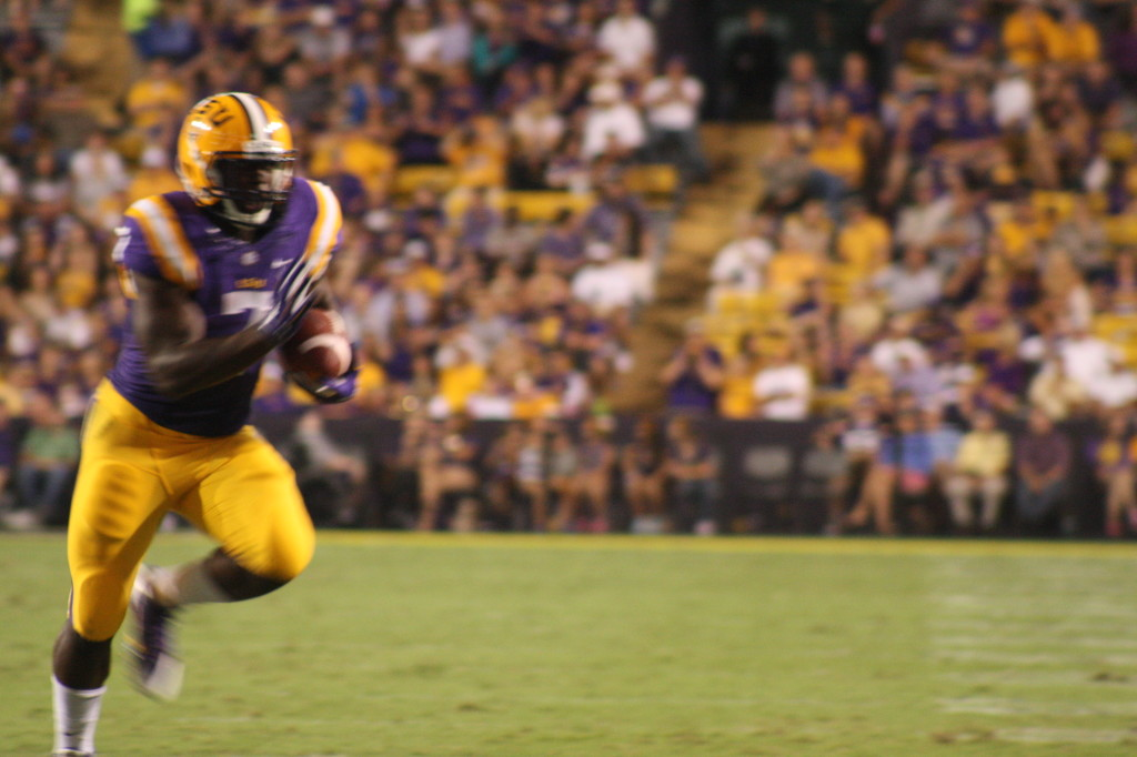 There goes Leonard Fournette as he scampers for a td.