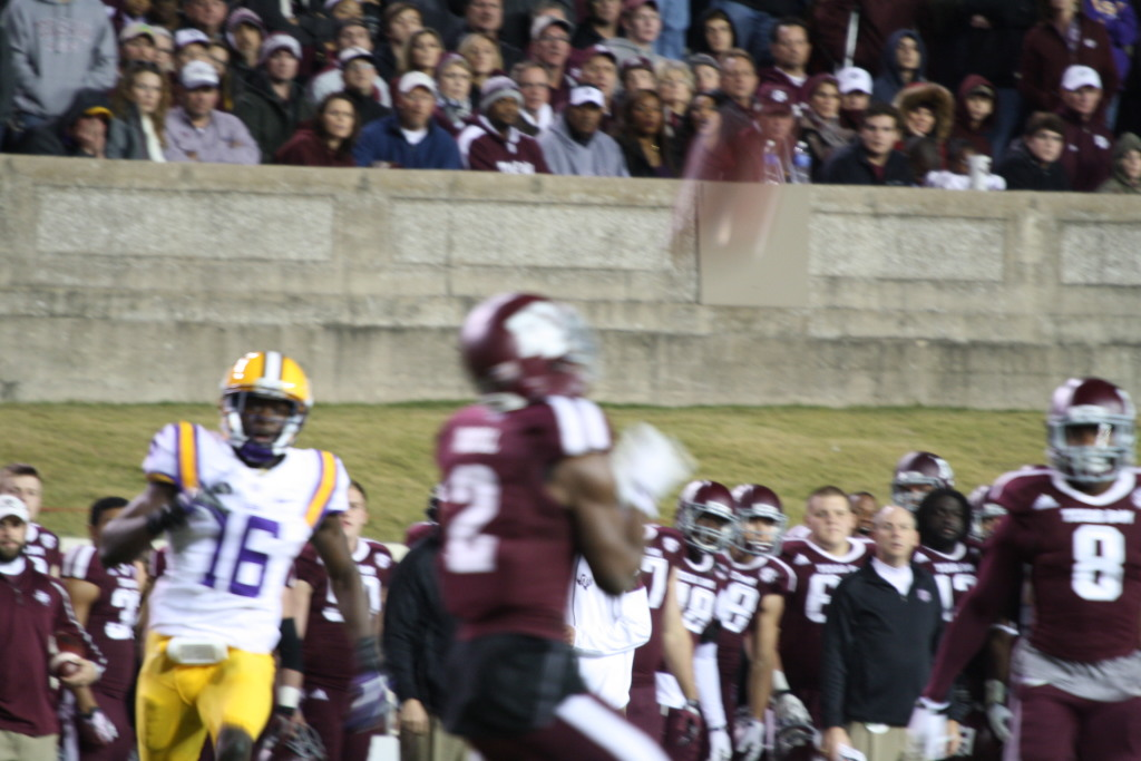 Here comes LSU Tre'Davious White on special teams.