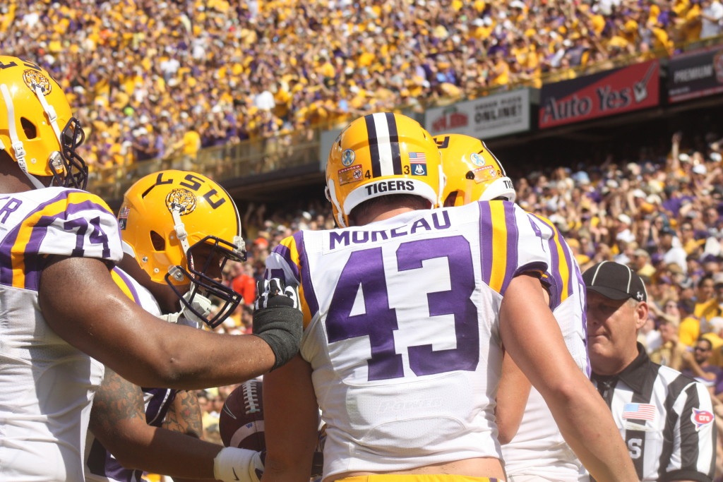 LSU TE Jeter catches a td, and celebrate with the other Tigers.