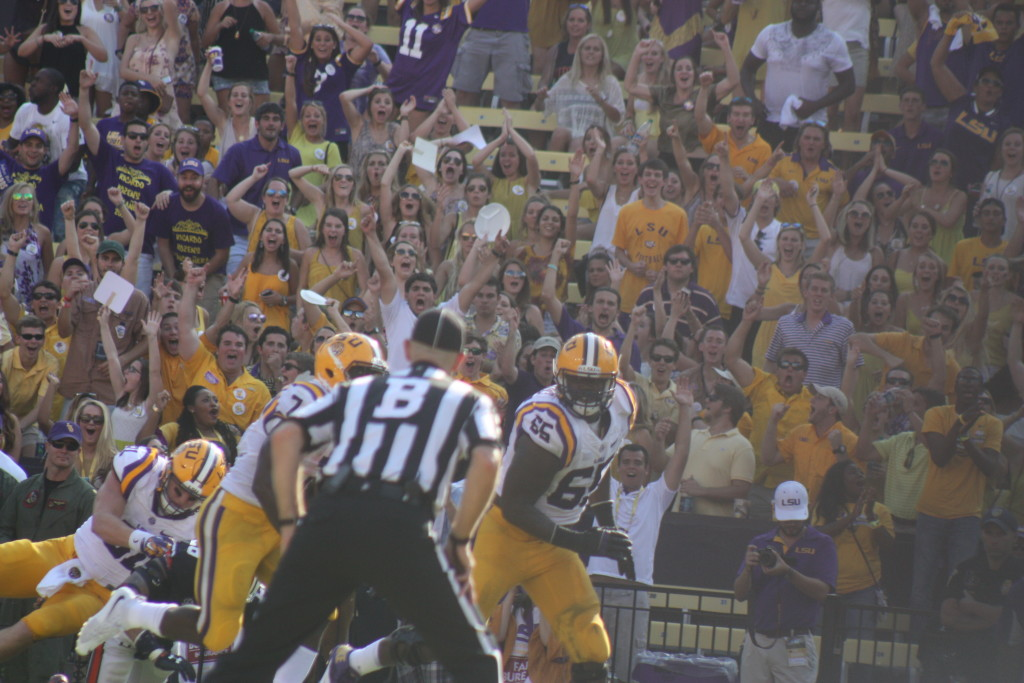 Look at the LSU fans in the back as Fournette is about to score.