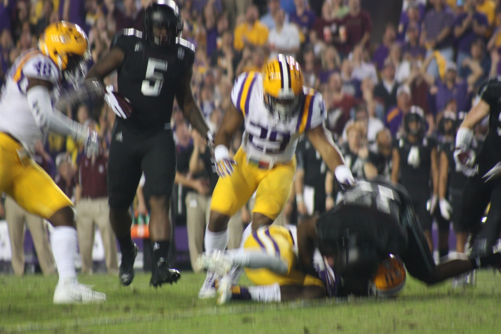 LSU Donte Jackson recovers the fumble popping on the ground in the 1st qt.